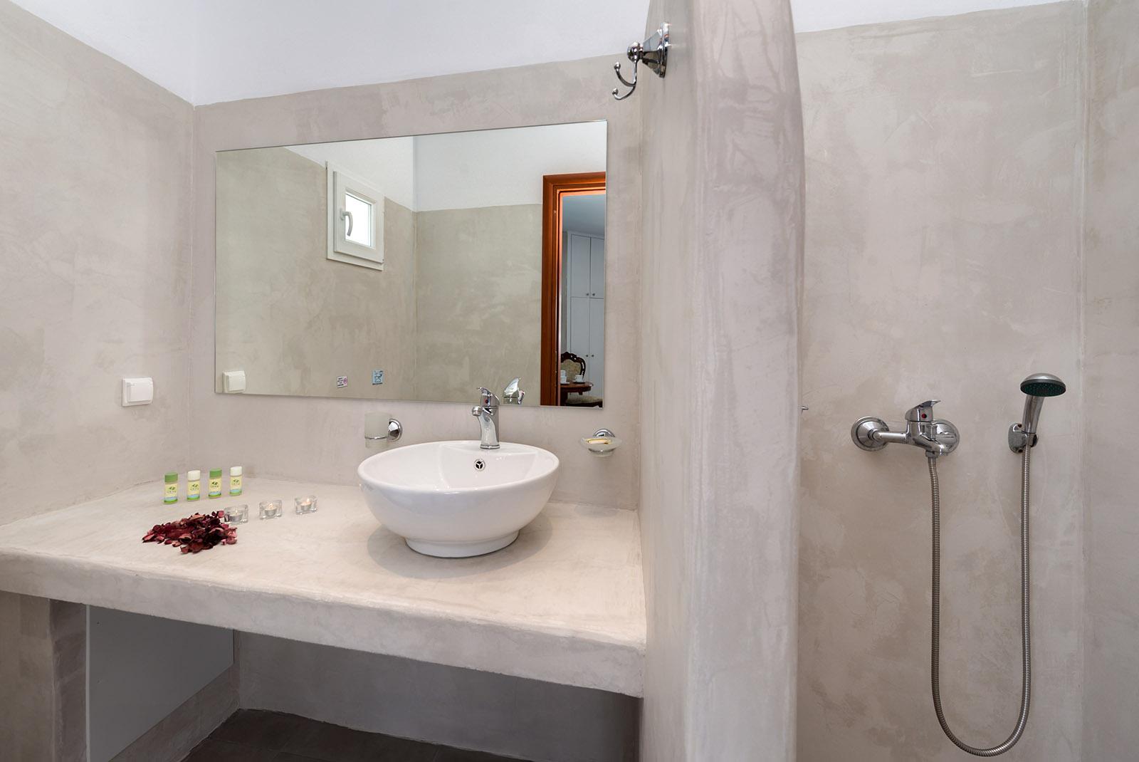 accommodation in santorini - Gizis Exclusive Santorini Greece